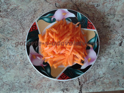 нашинкованная морковь