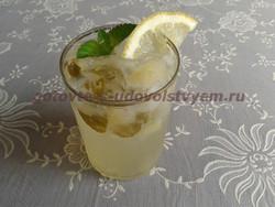 напиток из лимона и мяты