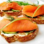 Бутерброды с красной рыбой- украшение стола