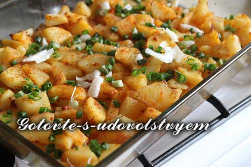 Картофель по-деревенски с чесноком в духовке