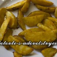 Запеченный картофель в фольге.