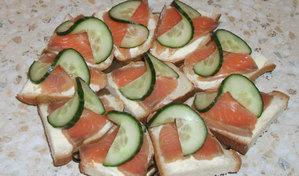 Бутерброды с красной рыбой и сыром