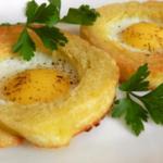 Горячие бутерброды на сковороде, 11 рецептов